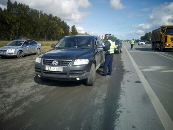 Автомобиль с иностранными номерами на дороге России